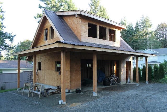 The Carriage House framing is complete, and it's new metal roof is on.